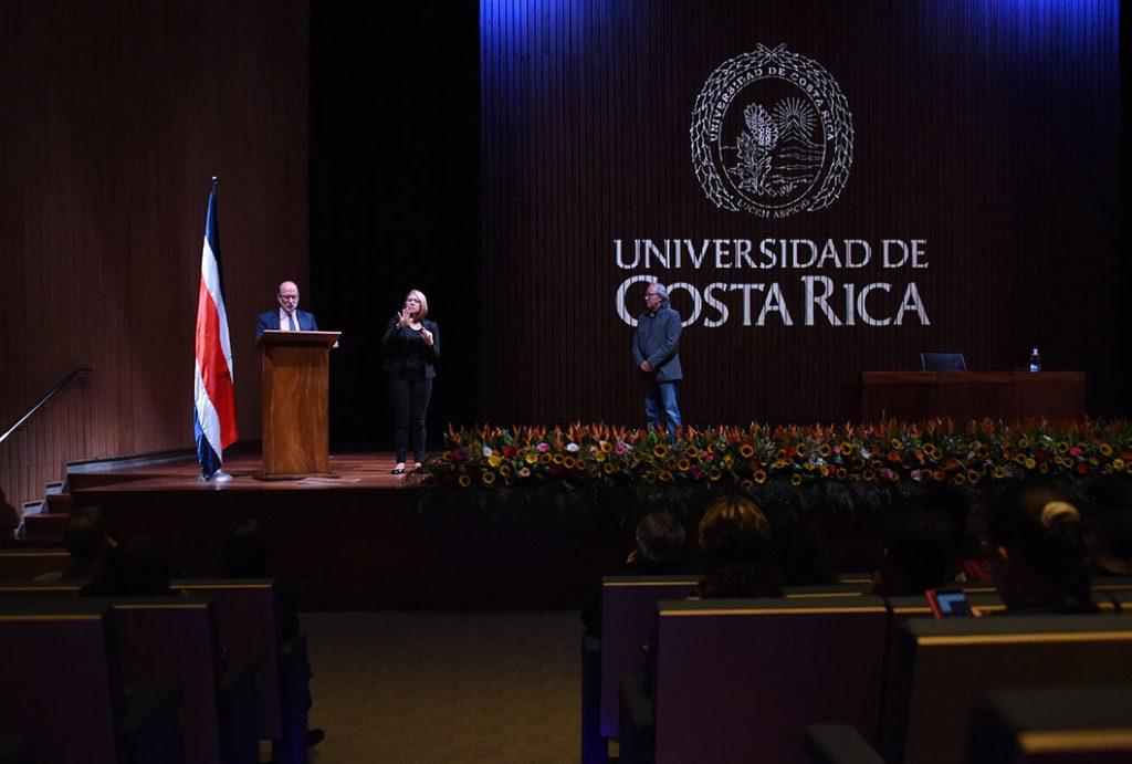 El rector rememoró la última visita del cantautor Joan Manuel Serrat a la UCR, hace casi cinco décadas (Foto: Laura Rodríguez / ODI).
